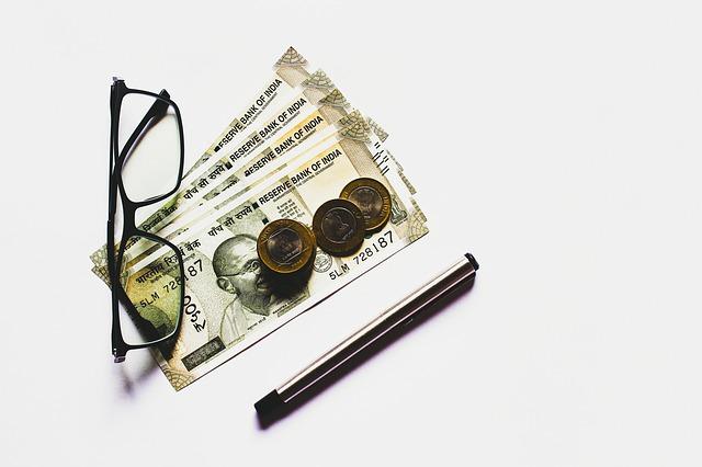 indická měna, bankovky, brýle